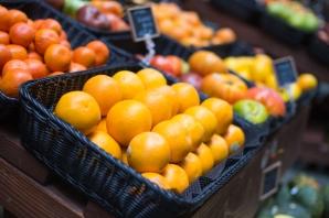 fresh-oranges-on-small-farmers-market-picjumbo-com