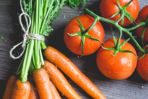 tomatoes-and-carrots-picjumbo-com